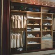 podświetlana garderoba, półki, szuflady, pawlacz