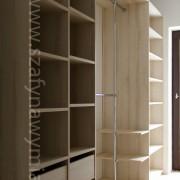 szuflady i półki w garderobie