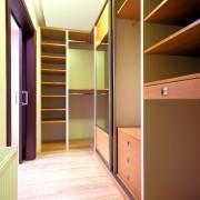 garderoba, drzwi przesuwne z lustra