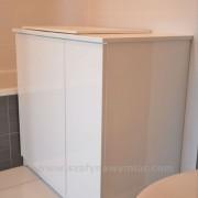 szafka z białego MDF'u, drzwi otwierane na zawiasach