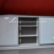 szafka z drzwiami przesuwnymi z lacobelu