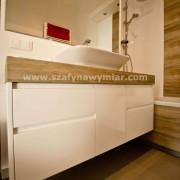 podwieszana szafka łazienkowa lakierowana na wysoki połysk