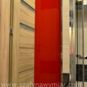 szafka z drzwiami na zawiasach, lakierowana na wysoki połysk, z lustrem