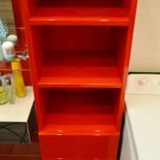 półki i szuflady z mdf'u lakierowanego na wysoki połysk