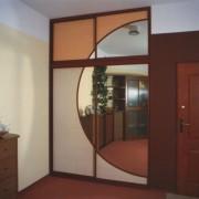 drzwi łączone po łuku, lustro, rattan