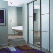szafa wnękowa, drzwi przesuwne, lustro i lacobel