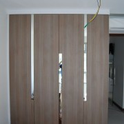 szafa, drzwi na zawiasach łączone, płyta z lustrem