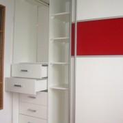 drzwi przesuwne, łączone płyty, szyflady, półki