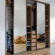 szafa wnękowa, drzwi przesuwne z lustra, szuflady, drążki, półki
