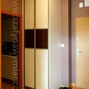 szafa w przedpokoju, drzwi przesuwne, łączone, lustro i lacobel