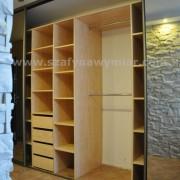 wnętrze szafy, półki, szuflady, drążki