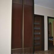 szafa w przedpokoju, drzwi przesuwne, płyta łączona z lacobelem