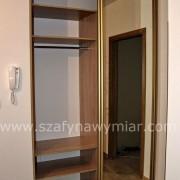 szafa wnękowa, drzwi przesuwne, półki, drążek
