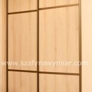 szafa wnękowa, drzwi przesuwne z płyty ze szprosami