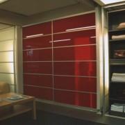 szafy wnękowe, drzwi przesuwne z kolorowego szkła