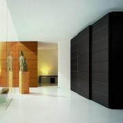 czarna szafa, drzwi przesuwne