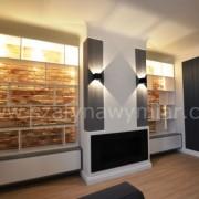 półki w salonie, lakierowany mdf