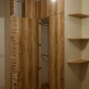 szafa w rogu, drzwi z płyty na zawiasach, półki półokrągłe