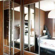 szafa w roku pokoju, drzwi przesuwne, łączone, płyta i lustro