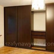 szafa z drzwiami przesuwnymi z płyty