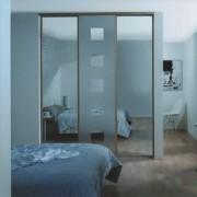 szafa z drzwiami z brązowym lustrem piaskowanym