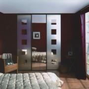szafa we wnęce, drzwi przesuwne, wzór piaskowany na lustrze