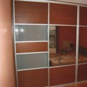 szafa wnękowa, drzwi przesuwne łączone z płyty, lacobelu i lustra