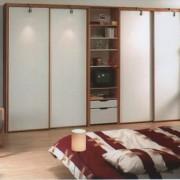 szafa wolnostojąca, drzwi przesuwne z płyty, podświetlane