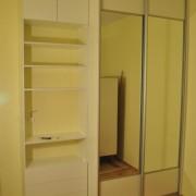 szafa, drzwi przesuwne łączone z płyty i lustra, półki i szuflady