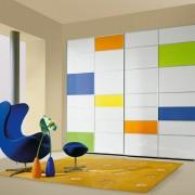 szafa wolnostojąca, drzwi przesuwne łączone z płyty i kolorowego szkła