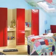 meble w pokoju dziecięcym, drzwi na zawiasach lakierowane na wysoki połysk