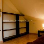 półki na książki do sypialni