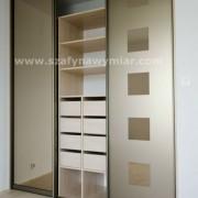 szafa wnękowa z drzwiami przesuwnymi z piaskowanego brązowego szkła
